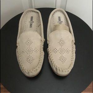 Minnetonka Tan Suede Slip On Slippers/Flats